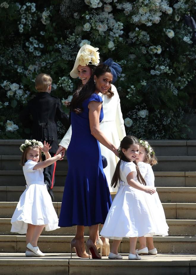 Dàn phù dâu phù rể nhí xinh như thiên thần trong đám cưới hoàng gia, Hoàng tử George và Công chúa Charlotte quá đáng yêu - Ảnh 23.