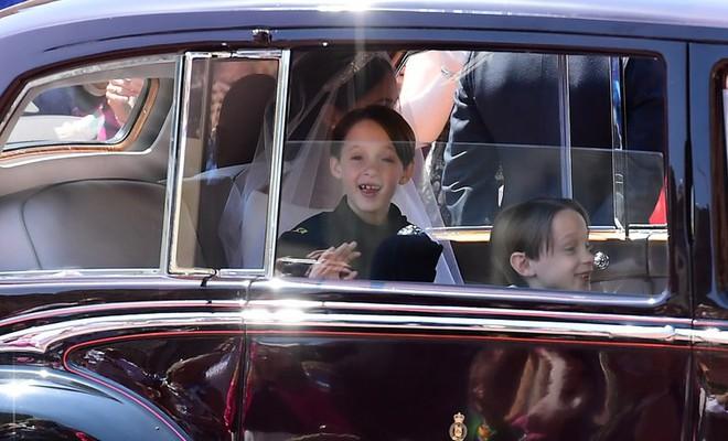 Dàn phù dâu phù rể nhí xinh như thiên thần trong đám cưới hoàng gia, Hoàng tử George và Công chúa Charlotte quá đáng yêu - Ảnh 7.