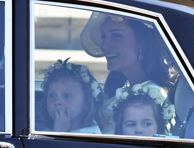 Dàn phù dâu phù rể nhí xinh như thiên thần trong đám cưới hoàng gia, Hoàng tử George và Công chúa Charlotte quá đáng yêu - Ảnh 1.