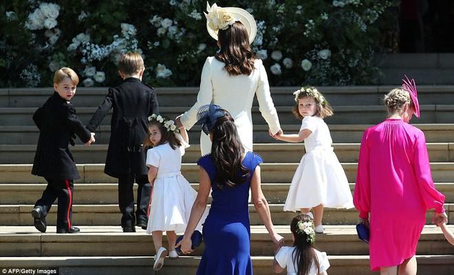 Dàn phù dâu phù rể nhí xinh như thiên thần trong đám cưới hoàng gia, Hoàng tử George và Công chúa Charlotte quá đáng yêu - Ảnh 12.