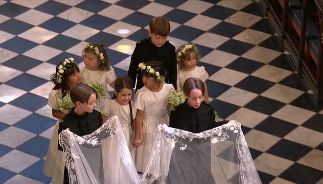 Dàn phù dâu phù rể nhí xinh như thiên thần trong đám cưới hoàng gia, Hoàng tử George và Công chúa Charlotte quá đáng yêu - Ảnh 13.