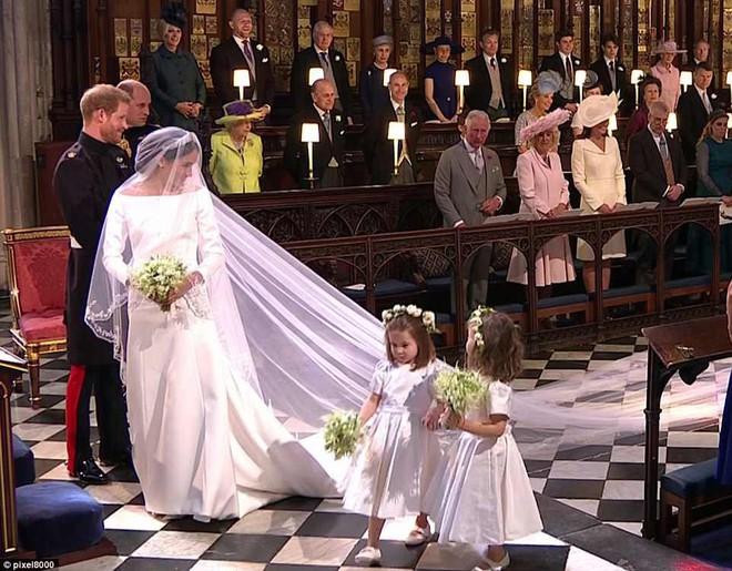 Dàn phù dâu phù rể nhí xinh như thiên thần trong đám cưới hoàng gia, Hoàng tử George và Công chúa Charlotte quá đáng yêu - Ảnh 18.