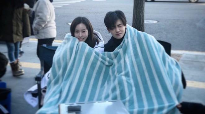 Ghen với Han Ji Min và Kim Hyun Joo, Park Bo Young bất ngờ gửi xe đồ ăn cho Park Hyung Sik - Ảnh 12.