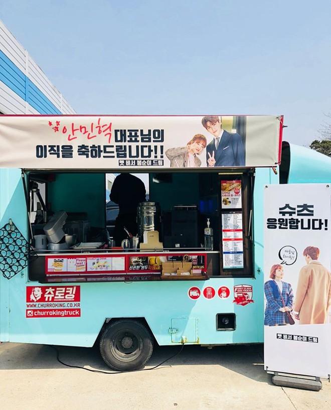 Ghen với Han Ji Min và Kim Hyun Joo, Park Bo Young bất ngờ gửi xe đồ ăn cho Park Hyung Sik - Ảnh 3.