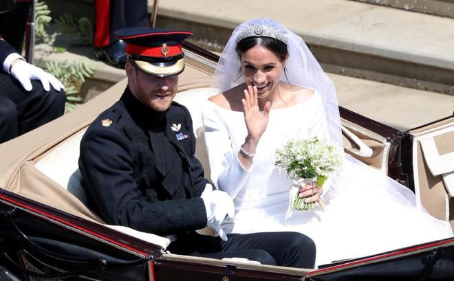 Đám cưới hoàng gia Anh: Hôn lễ kết thúc, cô dâu chú rể trao nhau nụ hôn ngọt ngào trước toàn thể mọi người - Ảnh 53.