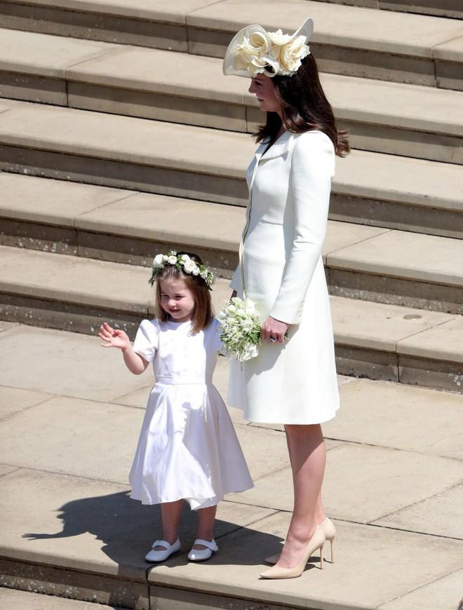 Đám cưới hoàng gia Anh: Hôn lễ kết thúc, cô dâu chú rể trao nhau nụ hôn ngọt ngào trước toàn thể mọi người - Ảnh 34.