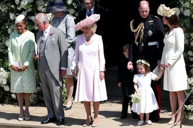 Đám cưới hoàng gia Anh: Hôn lễ kết thúc, cô dâu chú rể trao nhau nụ hôn ngọt ngào trước toàn thể mọi người - Ảnh 33.