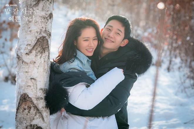 Qua 16 tập phim, thứ đọng lại duy nhất trong lòng khán giả Chị đẹp chỉ có... ôm và hôn - Ảnh 4.