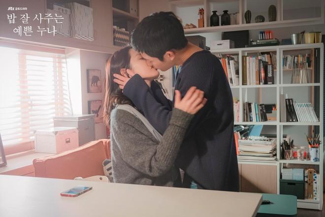 Qua 16 tập phim, thứ đọng lại duy nhất trong lòng khán giả Chị đẹp chỉ có... ôm và hôn - Ảnh 5.