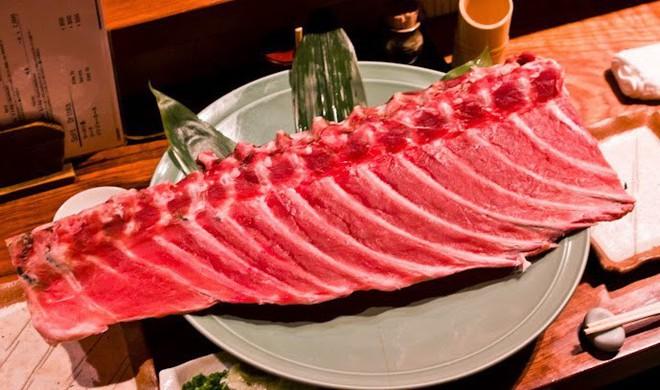 Không ngờ ý tưởng tiết kiệm phần xương cá ngừ lại tạo ra một món ăn độc đáo thế này đây - Ảnh 2.