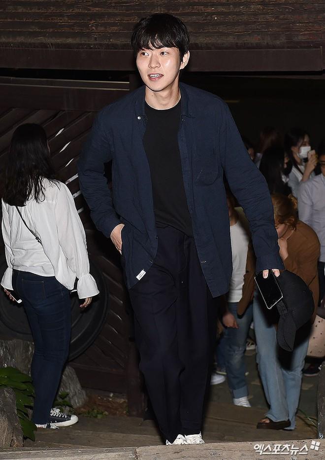 Tiệc mừng công phim Chị đẹp: Jung Hae In bị biển fan vây kín, Son Ye Jin đẹp bất chấp giữa dàn sao - Ảnh 22.
