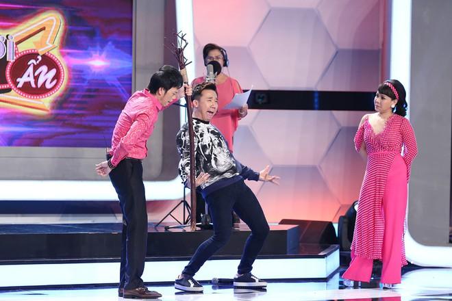 Hoài Linh - Trấn Thành gây sửng sốt với màn diễn live cùng thánh lồng tiếng - Ảnh 2.