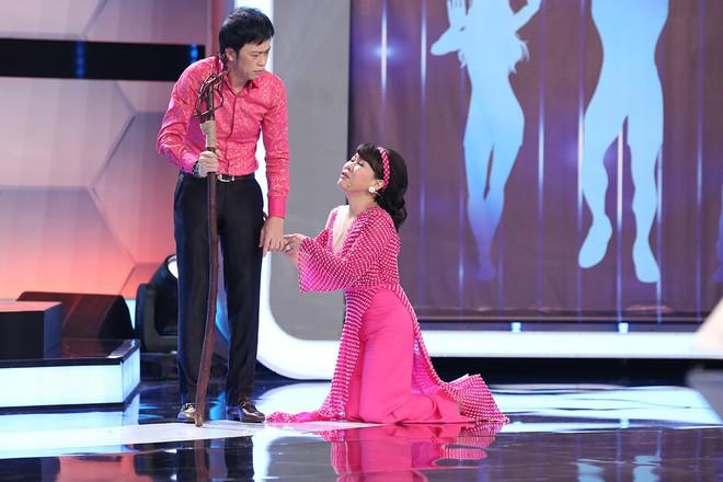 Hoài Linh - Trấn Thành gây sửng sốt với màn diễn live cùng thánh lồng tiếng - Ảnh 3.
