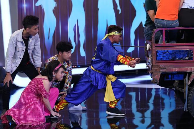 Hoài Linh - Trấn Thành gây sửng sốt với màn diễn live cùng thánh lồng tiếng - Ảnh 8.