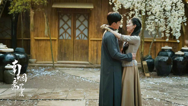 Lưu Diệc Phi lộ ảnh ôm ấp trai đẹp cực ngọt ngào - Ảnh 2.