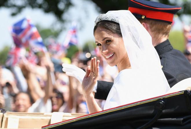 Dù kết hôn với Hoàng tử Anh, Meghan vẫn không được công nhận là công dân Anh trong vài năm tới - Ảnh 3.