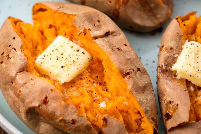 Đây là những thực phẩm mà hội con gái thường xuyên bị khô tróc da nên bổ sung vào chế độ ăn - Ảnh 2.