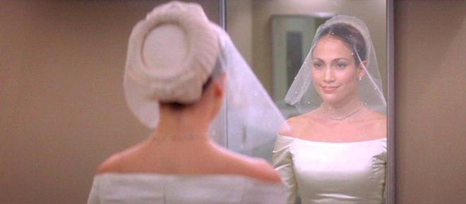 Thật tình cờ và thật bất ngờ, váy cưới của Meghan Markle giống hệt váy Jennifer Lopez mặc từ 17 năm trước - Ảnh 4.