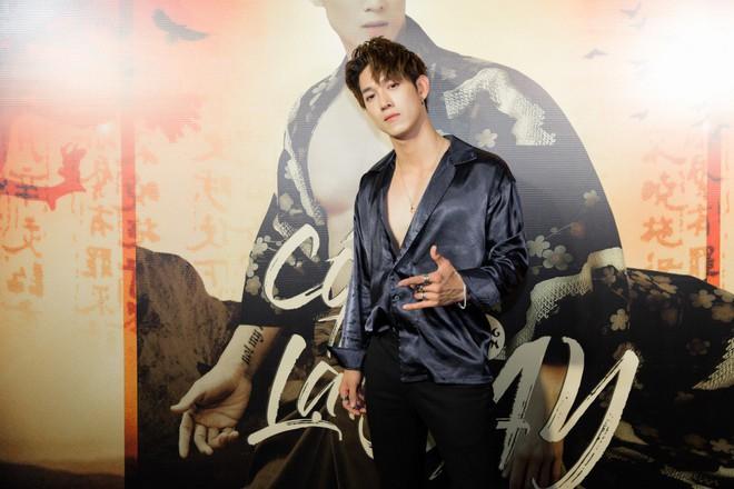 Hotboy Lật mặt - Song Luân khoe body săn chắc, gợi cảm nhảy cùng vũ công nữ - Ảnh 1.