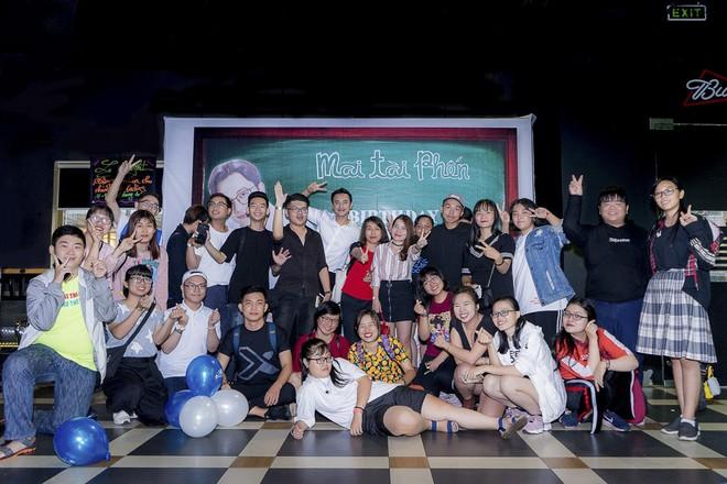Thầy giáo mưa Mai Tài Phến cực điển trai, đón sinh nhật ấm áp cùng fan - Ảnh 7.