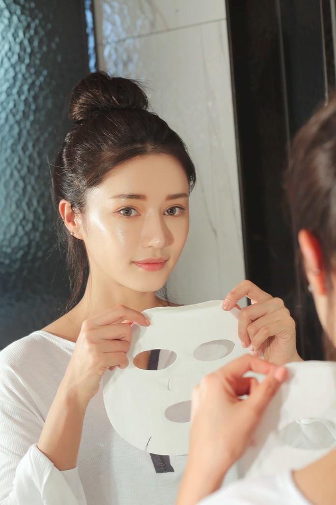 Chỉ cần một thao tác nhỏ khi đắp mặt nạ giấy, các nàng có thể tăng gấp đôi hiệu quả dưỡng da - Ảnh 1.