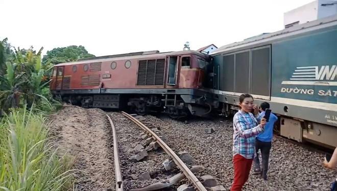 Hiện trường vụ tai nạn hai tàu hỏa chở hàng tông nhau khiến 3 toa tàu bị lật - Ảnh 1.