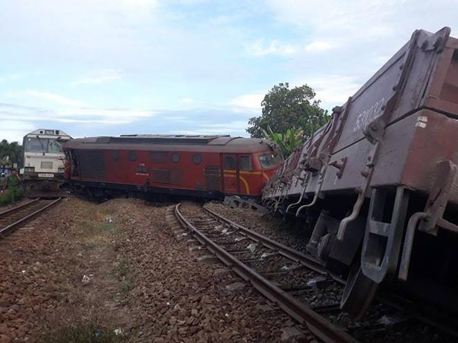 Hiện trường vụ tai nạn hai tàu hỏa chở hàng tông nhau khiến 3 toa tàu bị lật - Ảnh 3.