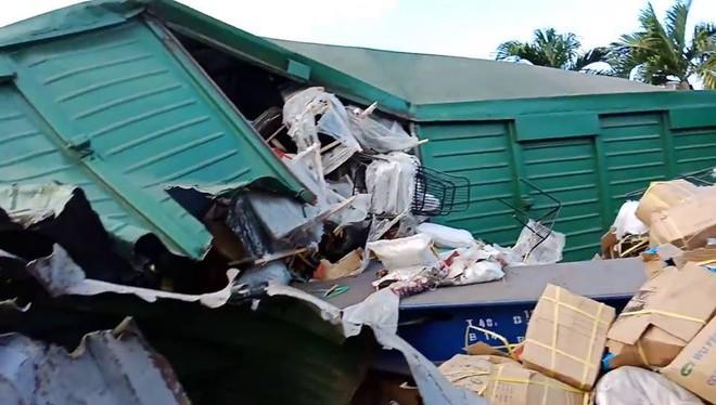 Hiện trường vụ tai nạn hai tàu hỏa chở hàng tông nhau khiến 3 toa tàu bị lật - Ảnh 6.