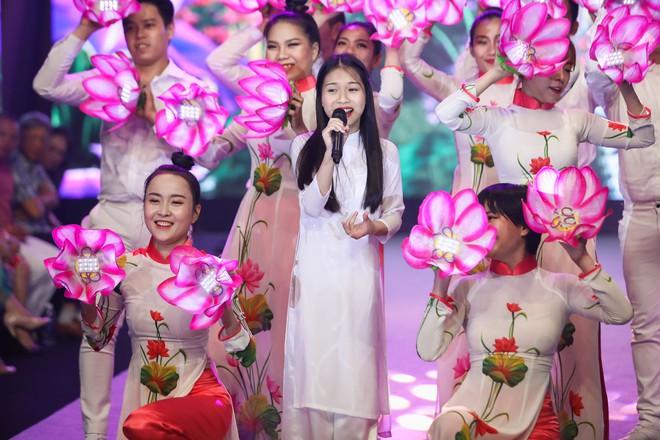 Giang Hồng Ngọc mặc áo nâu sòng, nức nở trải lòng bên Hà Anh Tuấn - Ảnh 8.