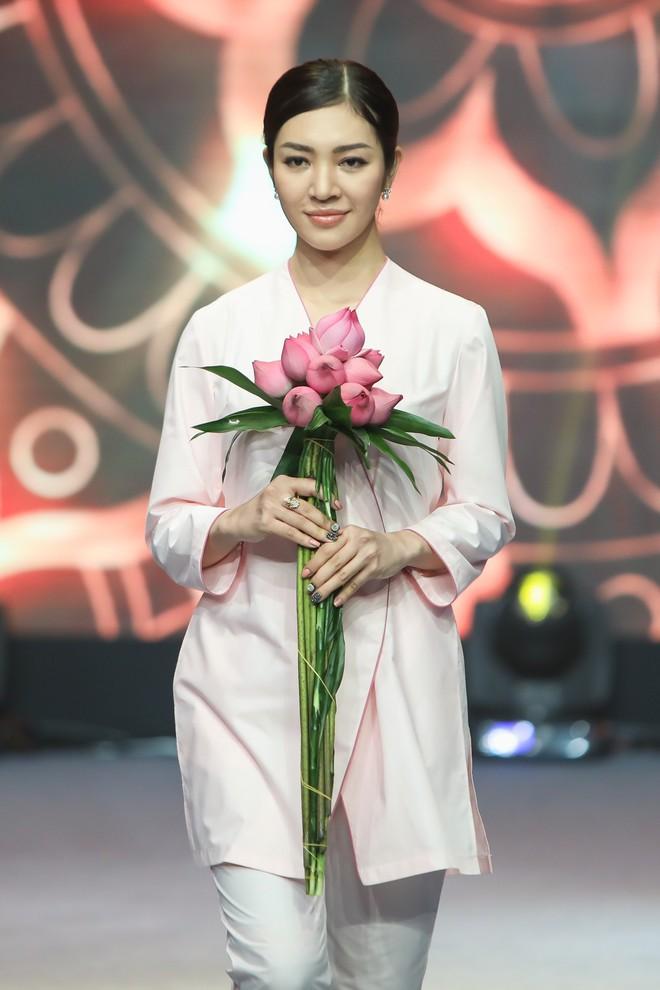 Giang Hồng Ngọc mặc áo nâu sòng, nức nở trải lòng bên Hà Anh Tuấn - Ảnh 10.