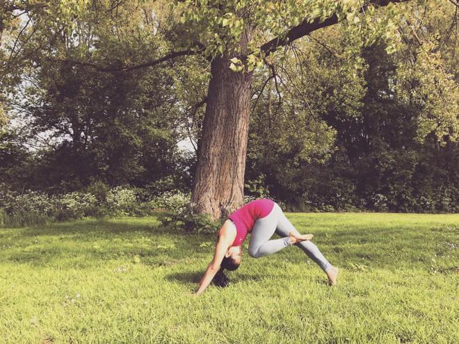 Những tư thế yoga hoàn hảo cho ngày mới tràn đầy năng lượng - Ảnh 6.