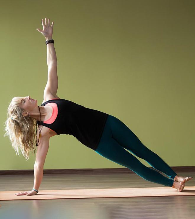 Những tư thế yoga hoàn hảo cho ngày mới tràn đầy năng lượng - Ảnh 8.