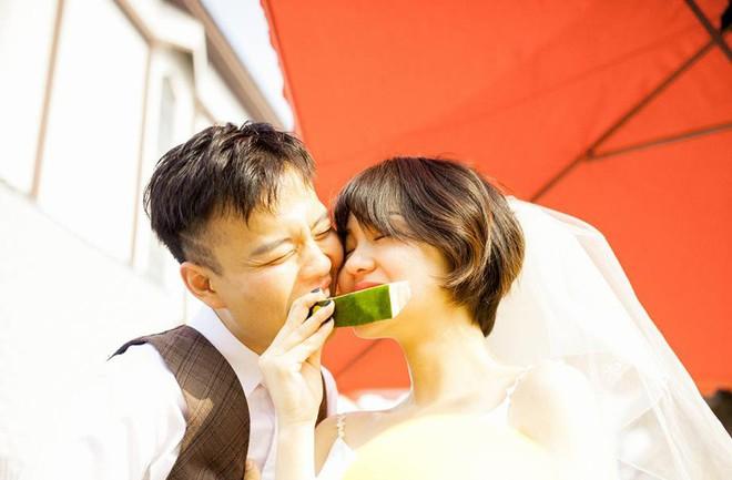 """""""Hãy yêu và cưới một chàng trai khiến bạn cười như thế"""": Bộ ảnh cưới cô dâu cười tít mắt khiến MXH chao đảo - Ảnh 4."""
