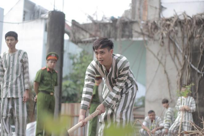 """""""Đại ca xóm nghèo"""" Hồ Quang Hiếu đại náo giang hồ khiến fan đứng ngồi không yên - Ảnh 2."""