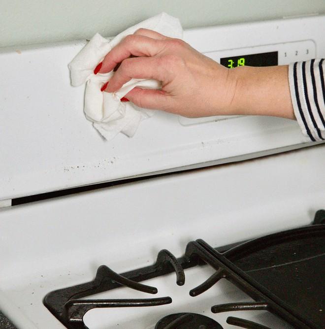 11 mẹo đơn giản nhưng hiệu quả bất ngờ giúp bạn làm sạch mọi vết bẩn chỉ trong tích tắc - Ảnh 1.