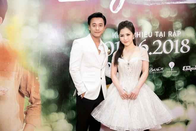 Mai Tài Phến - Hương Tràm tay trong tay, ngọt ngào ra mắt Em gái mưa bản điện ảnh - Ảnh 4.