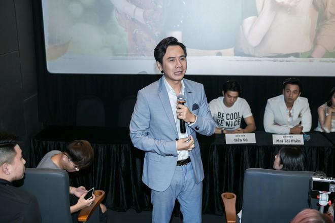 Mai Tài Phến - Hương Tràm tay trong tay, ngọt ngào ra mắt Em gái mưa bản điện ảnh - Ảnh 8.