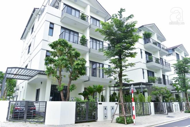 Ngôi biệt thự góc nào cũng xinh với chi phí nội thất 480 triệu do KTS 8x tự tay thiết kế tặng vợ con ở Hà Nội - Ảnh 1.