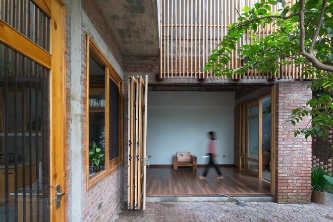 Ngôi nhà mặt tiền toàn gạch mộc và lam gỗ ở Hải Dương nổi bật trên báo Tây - Ảnh 6.