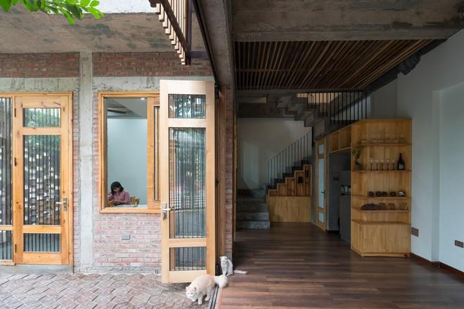 Ngôi nhà mặt tiền toàn gạch mộc và lam gỗ ở Hải Dương nổi bật trên báo Tây - Ảnh 7.
