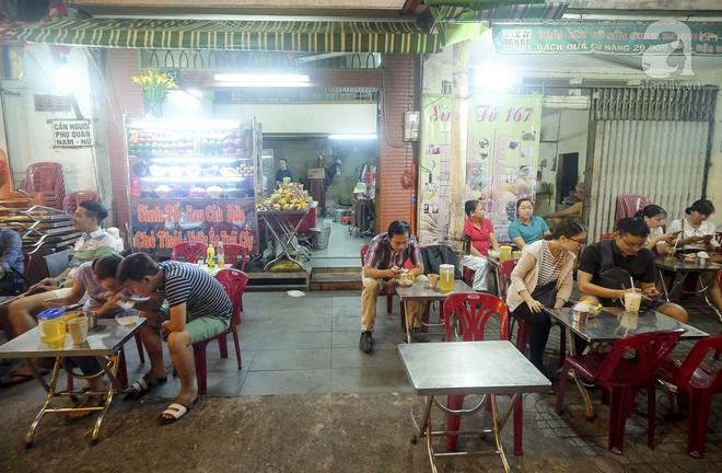 3 quán chè, bánh bán đến rất khuya cho những người hảo ngọt lại mê ăn đêm ở Sài Gòn - Ảnh 8.