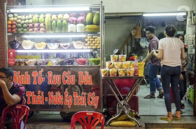 3 quán chè, bánh bán đến rất khuya cho những người hảo ngọt lại mê ăn đêm ở Sài Gòn - Ảnh 10.