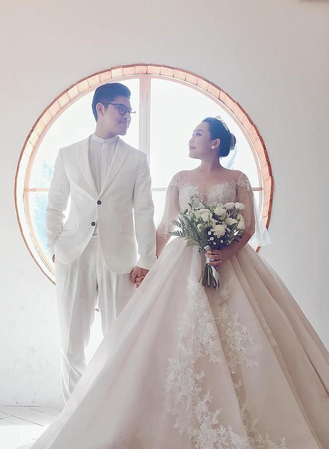 Những hình ảnh và tiết lộ đầu tiên về đám cưới của nhà văn Gào cô dâu 3 con sau 10 năm sống thật trải nghiệm hôn nhân - Ảnh 7.