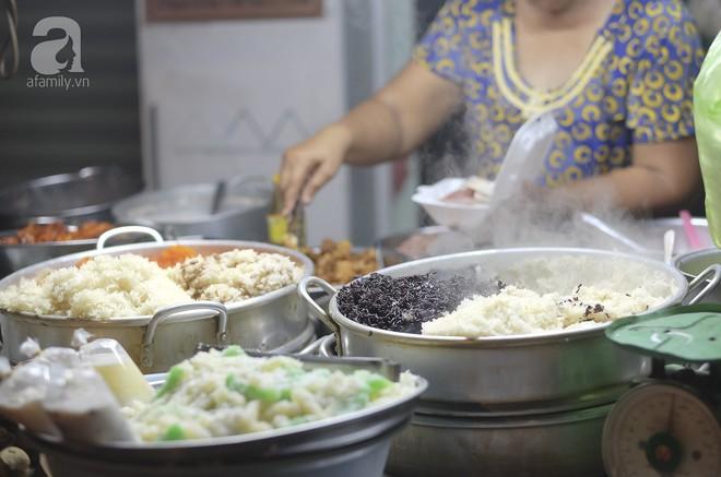 3 quán chè, bánh bán đến rất khuya cho những người hảo ngọt lại mê ăn đêm ở Sài Gòn - Ảnh 6.