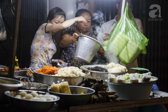 3 quán chè, bánh bán đến rất khuya cho những người hảo ngọt lại mê ăn đêm ở Sài Gòn - Ảnh 3.
