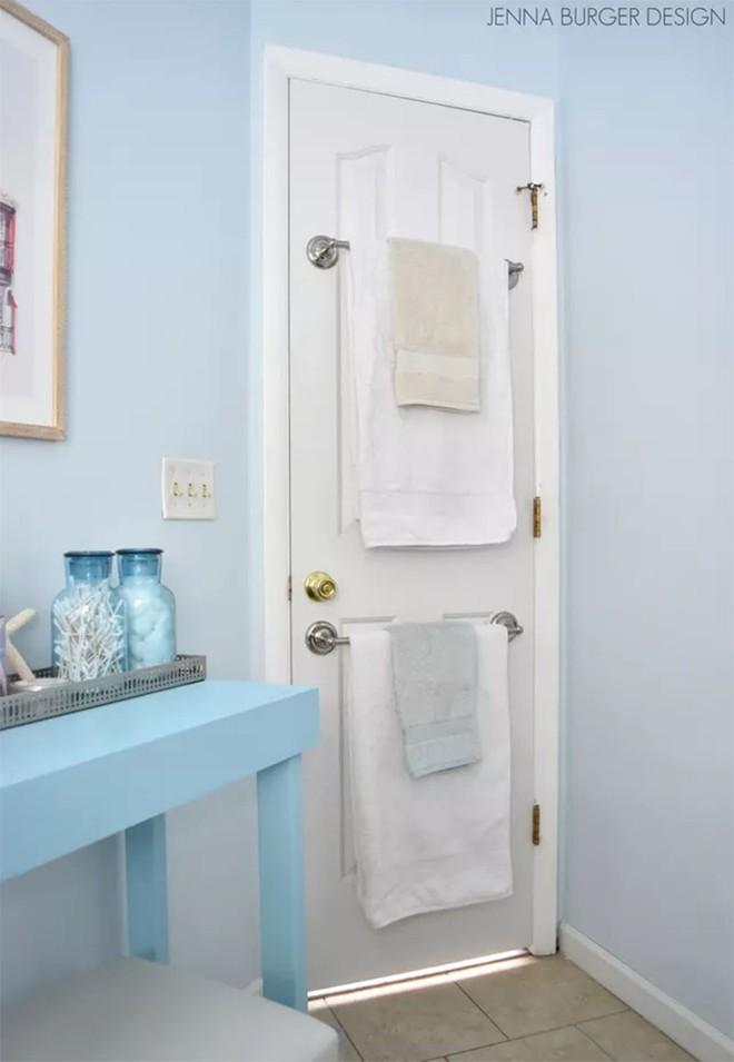 4 mẹo dễ như ăn kẹo, ai cũng làm được để tận dụng tối đa không gian phòng tắm nhỏ - Ảnh 5.