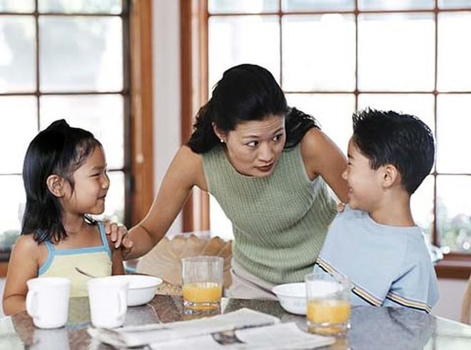 Thử các cách này, các mẹ sẽ bớt cằn nhằn và la mắng con - Ảnh 3.
