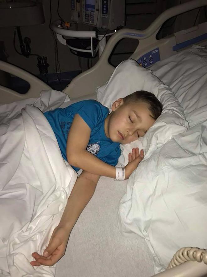 Con trai than đau chân, bố mẹ nghĩ là bong gân chẳng ngờ rằng con chỉ có 30% cơ hội để sống - Ảnh 3.