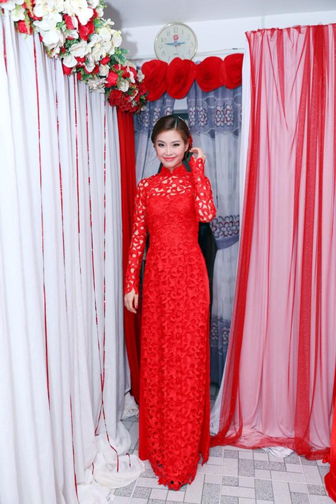 Cùng diện áo dài đỏ ngày ăn hỏi, Diệp Lâm Anh, HH Thu Thảo và Hà Tăng lại chọn 3 phong cách hoàn toàn khác nhau - Ảnh 16.