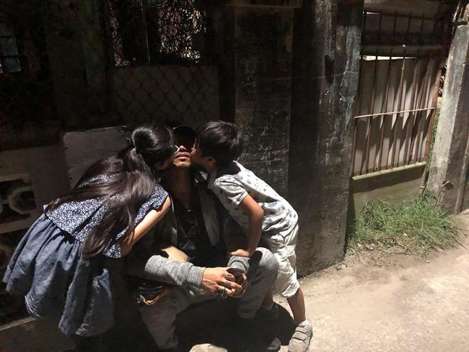 Chồng tiếp tục bị tố quấy rối, gạ tình, vợ Phạm Đăng Khoa vẫn vui vẻ đăng ảnh gia đình hạnh phúc - Ảnh 2.